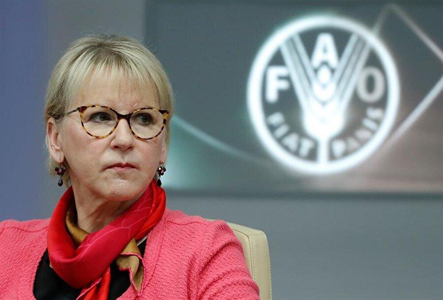 İsveç'ten Gazze'ye abluka kalksın çağrısı İsveç Dışişleri Bakanı Margot Wallström, ''İsrail, Gazze'ye uyguladığı ablukayı kaldırmalı ve sınır kapılarını açarak Gazze'ye gönderilen tıbbi malzeme ve insani yardımların yerine ulaşmasını sağlamalı.'' çağrısı yaptı. Mecliste bir soru önergesini cevaplayan Wallström, İsrail'in Gazze'ye uyguladığı ablukanın kaldırılması gerektiğini belirtti. Wallström, Gazze'de durumun çok kritik olduğuna dikkati çekti ve 30 Mart'tan bu yana devam eden gösterilerde 136 kişinin öldüğünü hatırlattı.