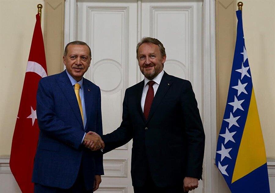 Bosna Hersek Başkanlık Konseyi Başkanı İzzetbegoviç