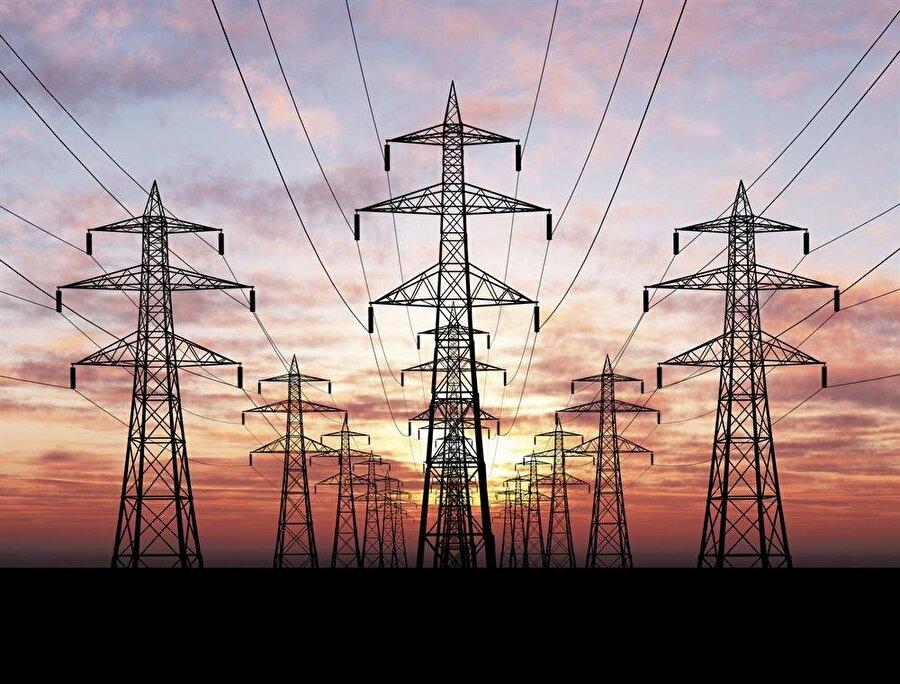İran, Irak'ın elektriğini kesti Irak Elektrik Bakanlığı'nın sözcüsü Musab el- Muderris 5 Temmuz itibariyle İran'ın elektrik akışını kestiğini duyurdu. Irak yetkilileri elektrik kesintisinin 1 milyar dolara yaklaşan borçtan dolayı olduğunu ifade etmesine rağmen, İran devletinin sahibi olduğu Tawanir şirketi'nin CEO'su Arash Kurdi kesintilerin iki ülke arasındaki elektrik anlaşmasının süresinin bitmesinden kaynaklandığını söyledi.