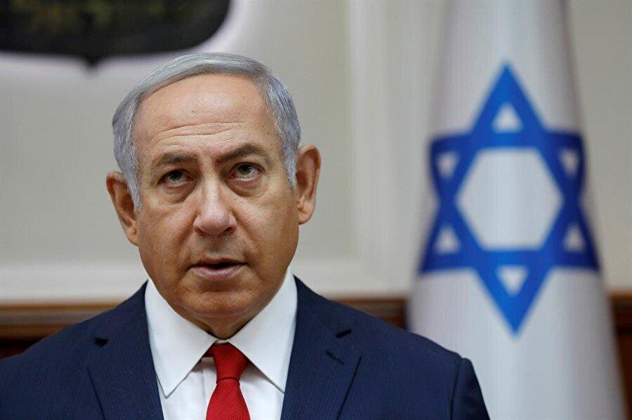 Netanyahu: Esed ile sorunumuz yok İsrail Başbakanı Binyamin Netanyahu, Suriye'deki rejim lideri Beşşar Esed ile sorunlarının olmadığını söyledi. İsrail basınındaki haberlere göre Netanyahu, resmi ziyaret gerçekleştirdiği Rusya'nın başkenti Moskova'dan ayrılırken gazetecilere Suriye'deki son gelişmelere ilişkin değerlendirmelerde bulundu. Ülkesinin Suriye'nin iç işlerine müdahil olmak istemediğini, geçmişte de bu yönde herhangi bir girişimlerinin olmadığını dile getiren Netanyahu, İran, Hizbullah ve DEAŞ'ın Suriye'deki varlığından rahatsız olduklarını belirtti.