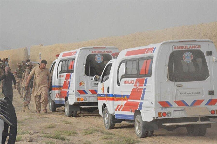 Pakistan'da iki mitingde bombalı saldırı: 132 ölü                                      Pakistan'da iki mitingde meydana gelen patlamalarda aralarında milletvekili adayı Navabzade Siraj Raisani'nin de olduğu 132 kişi öldü, 230'dan fazla kişi de yaralandı. Pakistan basınında yer alan haberlerde, ülkenin batısındaki Belucistan eyaletinin Mastung kenti yakınlarında meydana gelen patlamanın Belucistan Avami Partisi (BAP) milletvekili adayı Raisani'yi hedef aldığı iddia edildi. Mastung'daki saldırıyı terör örgütü DEAŞ üstlendi.