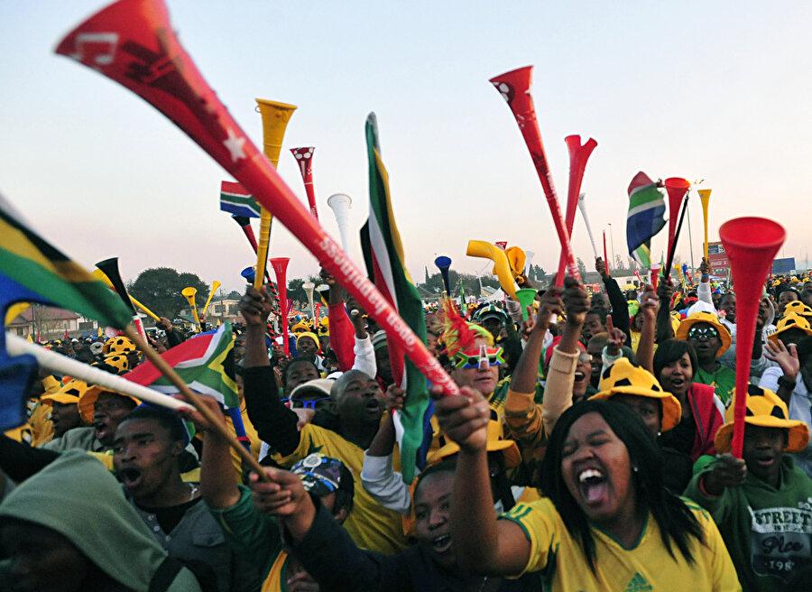 1.Güney Afrika Cumhuriyeti; Dünya Futbol , Kriket ve Rugby Dünya Kupası'na ev sahipliği yapan tek ülke olma özelliğini taşıyor.