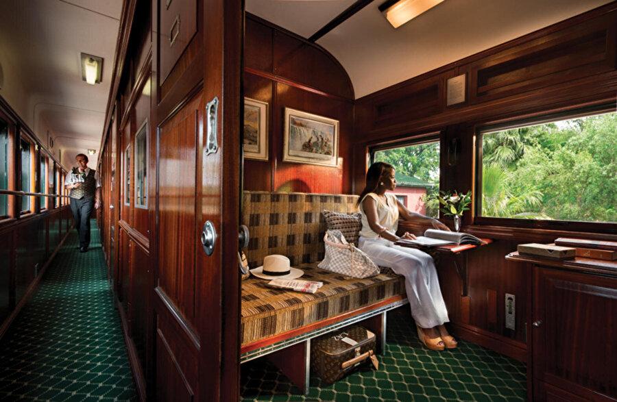 5. Güney Afrika'da hizmet veren  Rovos Rail  , dünyanın en lüks treni olarak kabul edilir. Rovos Rail konuklarını lüks ve safari ortamında rahat ve şık bir şekilde Güney Afrika'nın büyülü ve gizemli yerlerini keşfe çıkarır.