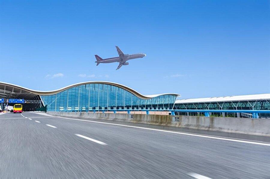 Brest Airport, Fransa (Brest kelimesinin okunuşu, göğüs anlamına geliyor)