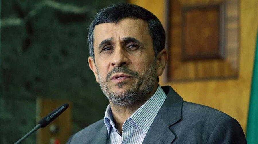 """Ahmedinejad'dan Ruhani'ye çağrı İran'ın eski Cumhurbaşkanı Mahmud Ahmedinejad, İran halkının mevcut hükümete güveninin kalmadığını öne sürerek, Cumhurbaşkanı Hasan Ruhani'ye istifa çağrısında bulundu. Ahmedinejad, sosyal medya hesabı üzerinden yayınladığı görüntülü mesajında, halkın, ülkenin mevcut durumundan rahatsız olduğunu söyledi. Ülke ekonomisinin parçalanmanın eşiğinde olduğunu ifade eden Ahmedinejad, """"Halkın devlete güveni neredeyse sıfıra indi."""" dedi.İran'ın eski Cumhurbaşkanı Mahmud Ahmedinejad, İran halkının mevcut hükümete güveninin kalmadığını öne sürerek, Cumhurbaşkanı Hasan Ruhani'ye istifa çağrısında bulundu. Ahmedinejad, sosyal medya hesabı üzerinden yayınladığı görüntülü mesajında, halkın, ülkenin mevcut durumundan rahatsız olduğunu söyledi. Ülke ekonomisinin parçalanmanın eşiğinde olduğunu ifade eden Ahmedinejad, """"Halkın devlete güveni neredeyse sıfıra indi."""" dedi."""