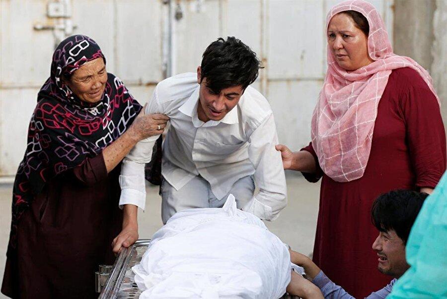 Kabil'de intihar saldırısı                                      Afganistan'ın başkenti Kabil'de bir eğitim merkezinde düzenlenen intihar saldırısında 48 kişinin öldüğü bildirildi. İçişleri Sözcüsü Nacib Daniş, saldırganın, üzerine yerleştirdiği bombayı, Kabil'in Daşti Barçi bölgesindeki Mahdi Mevud eğitim merkezi içerisinde patlattığını söyledi. Sağlık Bakanlığı sözcüsü Vahid Mecruh, yaptığı açıklamada, saldırıda 48 kişinin hayatını kaybettiğini, 67 kişinin yaralandığını belirtti. Saldırıyı henüz üstlenen olmadı.