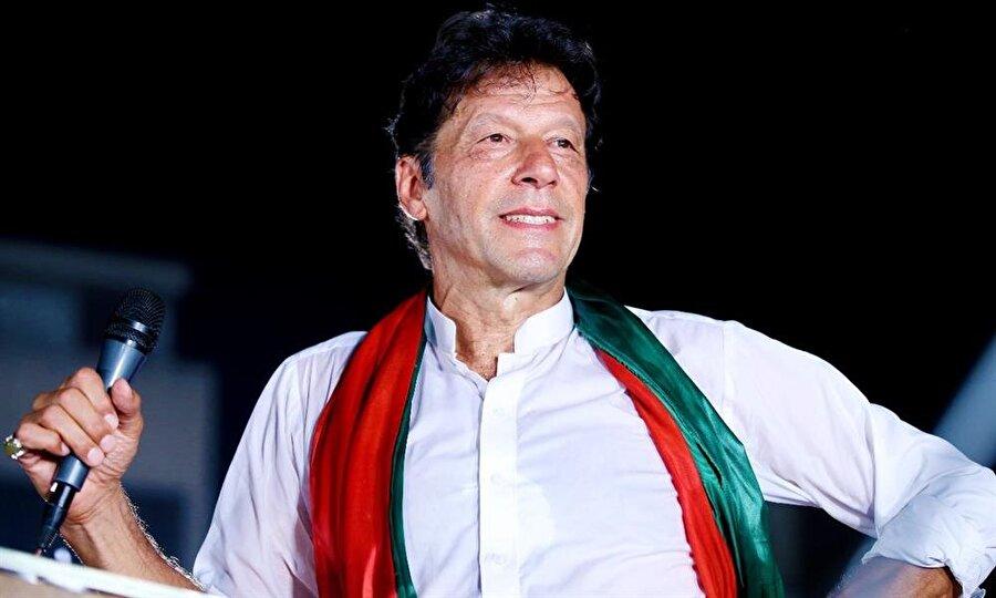 Pakistan parlamentosu Imran Han'ı başbakan seçti                                      Pakistan Ulusal Meclisi'nde son seçimin galibi Pakistan Adalet Hareketi'nin (PTI) lideri ve başbakan adayı İmran Han ile muhalefet blokunun adayı Şahbaz Şerif arasında yapılan başbakanlık seçimini İmran Han kazandı. Cumartesi günü yemin ederek göreve başlayacak olan İmran Han, ülkeyi yönetecek yeni kabineyi oluşturacak. Han, Pakistan Başbakanı olarak koltuğa oturan 19. isim olacak.