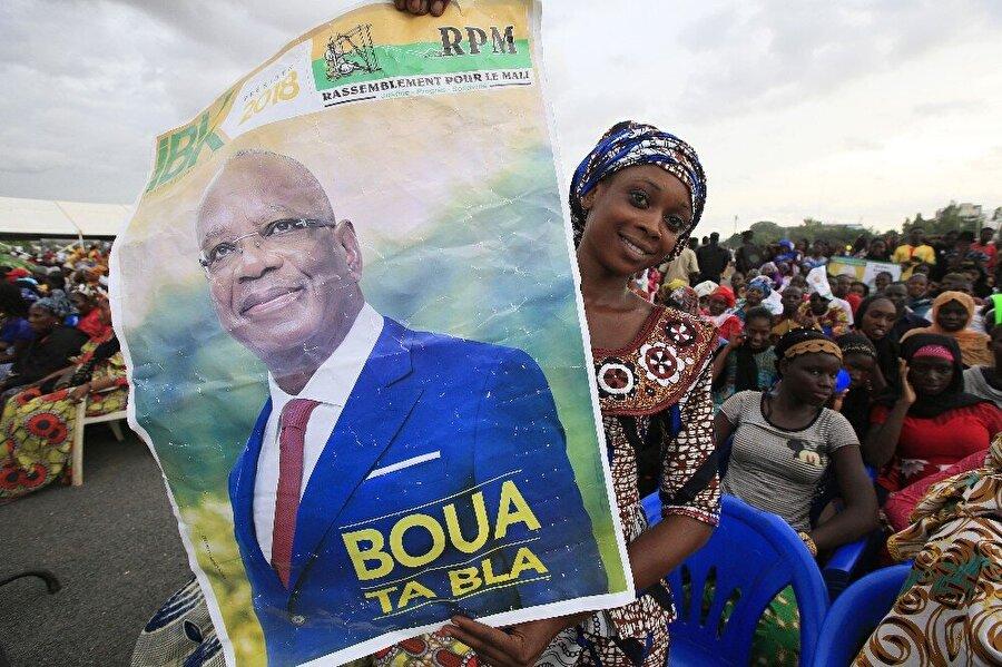 Keita, yeniden Mali Cumhurbaşkanı seçildi                                      Mali 'de Pazar günü gerçekleştirilen cumhurbaşkanlığı seçiminin ikinci turunu İbrahim Boubacar Keita kazanarak yeniden cumhurbaşkanı seçildi. Mali Bölge Yönetimi Bakanı Mohamed Ag Erlaf seçim sonuçlarını ulusal kanal ORTM'de duyurdu. İkinci tur seçim sonuçlarına göre, Cumhurbaşkanı Keita oyların yüzde 67,17'sini alırken, rakibi ve ana muhalefet lideri Soumaila Cisse yüzde 32,83'te kaldı. Cisse seçimlere sahtekarlık karıştırıldığını iddia ederek sonuçları reddedeceğini söyledi.