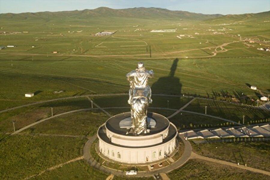 Cengiz Han kimdir? Ünlü Moğol imparatoru ve tarihte hiç savaş kaybetmemiş birkaç hükümdardan biridir.