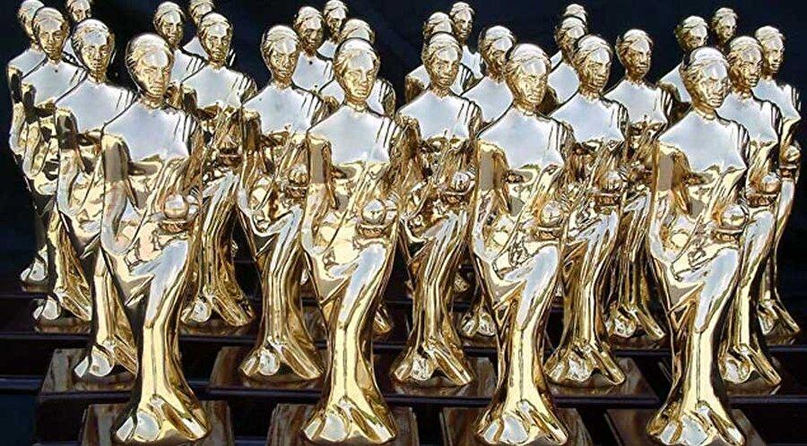 Adaylar ve kazanan isimler nasıl belirlenecek?                                      Yarışmaya, o yıl içinde vizyona girmiş, girmese dahi festivallere katılmış bağımsız filmler aday olacak. Yapımcı, yönetmen, oyuncu, müzisyen, sanat yönetmeni, ışıkçı, sesçi, montajcı, efekt, renk düzeltme ve ses tasarımı gibi sinemanın her alanında verilecek ve 'Türkiye Sinema Endüstrisi Ödülleri' adını taşıyacak olan törende adaylar ve kazananlar isimler şu şekilde belirlenecek: Sinemanın yanı sıra sinemayı besleyen plastik sanatlar, edebiyat, müzik, üniversitelerde bu alanda çalışanlar ve yazarlar gibi farklı sektörlerin uzman kişilerinden oluşacak büyük jüri, dünyadaki gibi özel bilgisayar yazılımıyla oy kullanacak. Önce adaylar belirlenecek, sonra da 'Türkiye Sinema Endüstrisi Ödülleri'ni kazananlar.