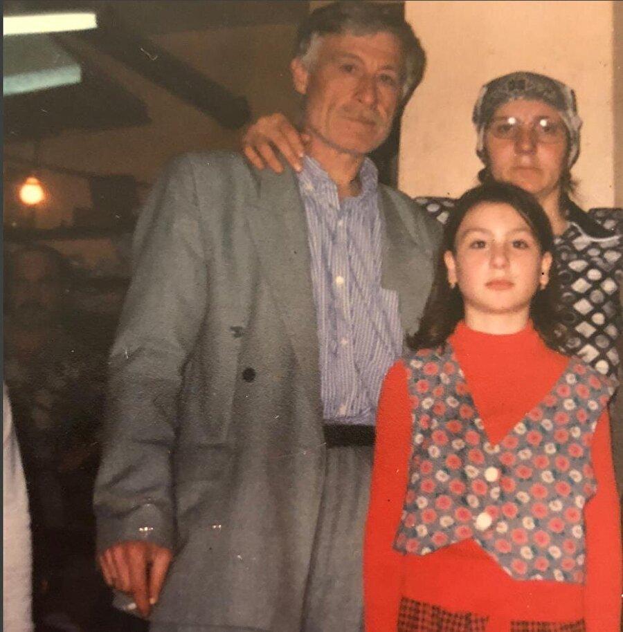 Yasemin Sakallıoğlu, 19 Mayıs 1988 tarihinde Karadenizli bir ailenin kızı olarak İstanbul'da dünyaya geldi.