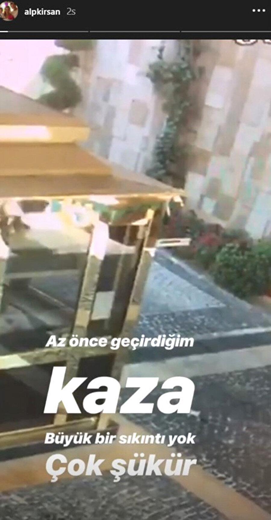 Sosyal medyada yayınladı! Sevilen sunucu Alp Kırşan, motosikletiyle güvenlik bariyerinden geçerken bariyerin bir anda kapanmasıyla neye uğradığını şaşırdı.
