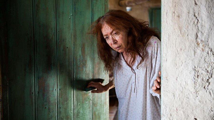 Meral Çetinkaya                                                                           Usta oyuncu, Özcan Deniz'i halası olan Ülfet karakterini canlandıracak. Ülfet rolünün hikayeye büyük bir etkisinin olması bekleniyor.
