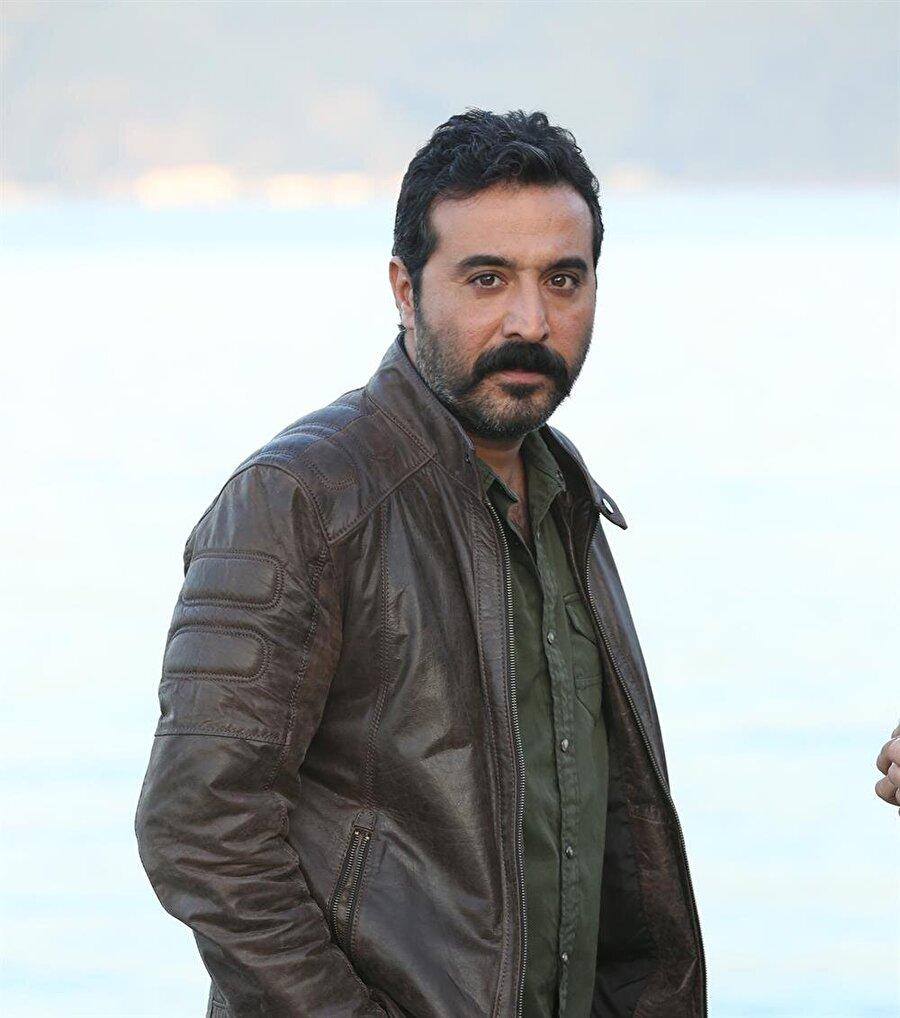 Mustafa Üstündağ                                                                           Son olarak Çukur dizisinde oynayan Üstündağ, Eşkıya Dünyaya Hükümdar Olmaz dizisiyle ekrana geri dönüyor.