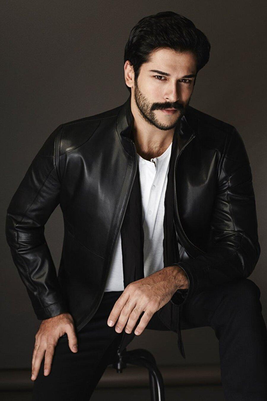 Burak Özçivit                                                                           Yeni sezona bambaşka bir kimlikle giren Diriliş Ertuğrul'a, Osman Gazi rolüyle Burak Özçivit dahil oldu.