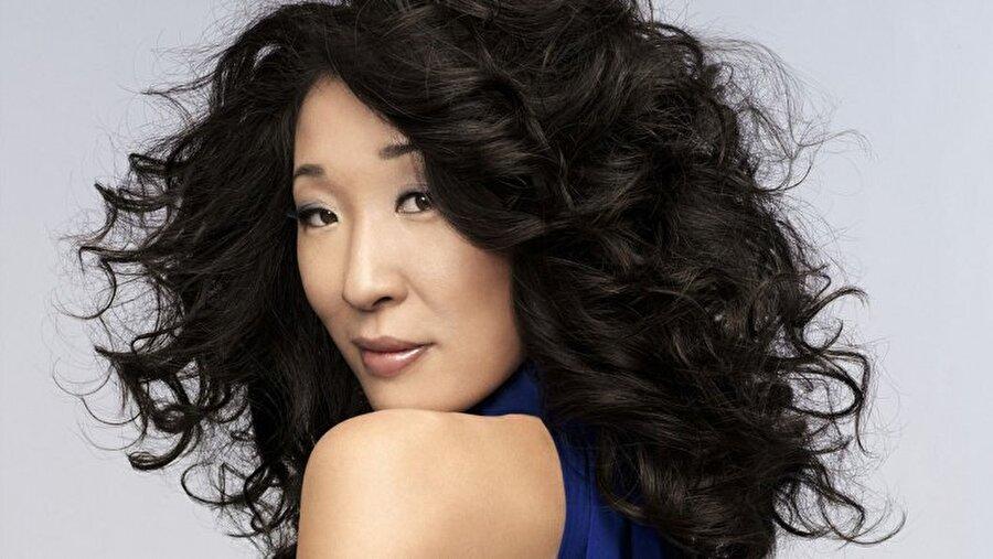 Sandra Oh Golden Globe ödüllü oyuncu, uzun yıllar yer aldığı Grey's Anatomy dizisiyle dikkat çekmişti. BBC dizisinde rol alan Oh, Emmy ödüllerinde dikkat çeken isimlerden bir diğeri.