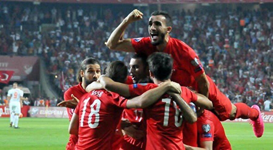 Mehmet Topal  79 kez milli oldu.