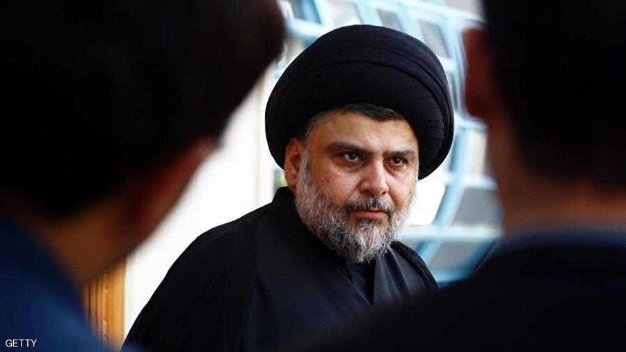 """Irak'ta teknokratlar hükümetine doğru Şiî lider Mukteda Sadr, başbakanlık teknokrat bir adayın çıkarılması gerektiğini belirtti. Sosyal medya hesabından açıklama yapan Sadr, """"İleri gelen Iraklı yetkililerle bu konuda anlaşma sağladık. Başbakan adayı olarak, teknokrat isimler öne sürülmeli ve biri seçilmeli. Irak halkının taleplerini ve iradesini tamamen yansıtacak olan şey budur. Seçilecek başbakan da, bakanlarını aynı kendisi gibi tarafsız ve hiçbir gruba bağlı olmayan kimselerin içinden belirlemeli. Kabinedeki isimler partici, mezhepçi, etnik ayrımcı olmamalı; aksine uzman, birleştirici ve kabiliyetli insanlar seçilmeli"""" dedi."""