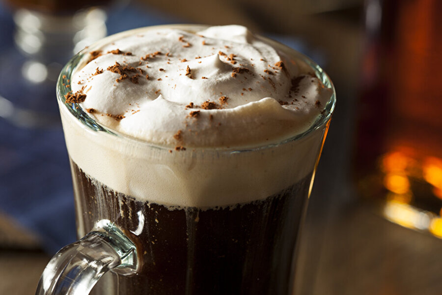6. Kahve tatlandırıcısı için adres: İrlanda                                                                                                                                                                                          Kuşkusuz kahve deyince akla Kuzey ülkelerini getirmemek olmaz. Buna en büyük örnek İrlanda. İrlanda, kreması ve fındığı ile kahve tatlandırıcıları arasında oldukça popülerdir.