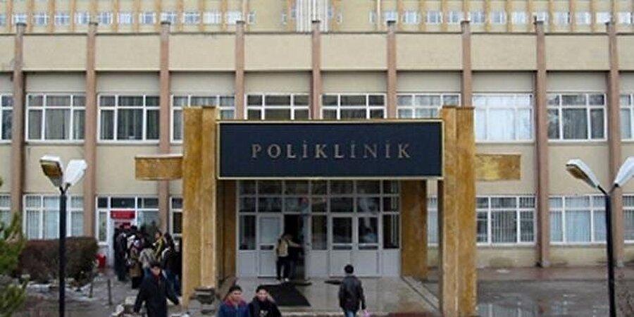 Bu kapı ve bina... Leman Cevat Tomsu tarafından inşa edilen Cerrahpaşa Poliklinik Binası.
