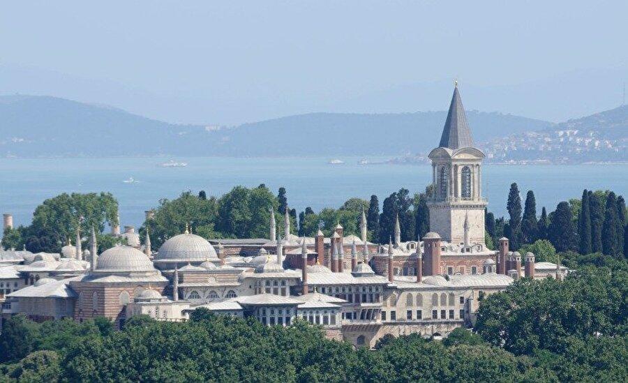 Mualla Eyüboğlu, Topkapı Sarayı'nın restorasyon çalışmalarında yer almıştır.