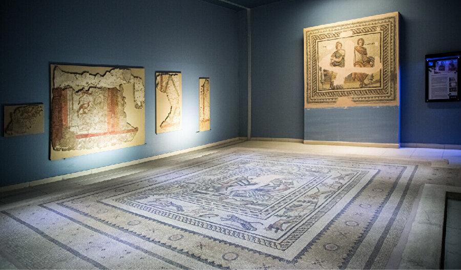 2000 yılında Birecik Barajı'nın tamamlanmasıyla daha geniş bir alanda kazı yapılması mümkün olmuştur. Böylece bu alanlarda bulunan mozaikler, sütunlar, çeşmeler gibi mimari elemanlar da kurtarılarak müzede sergilenebilmiştir.
