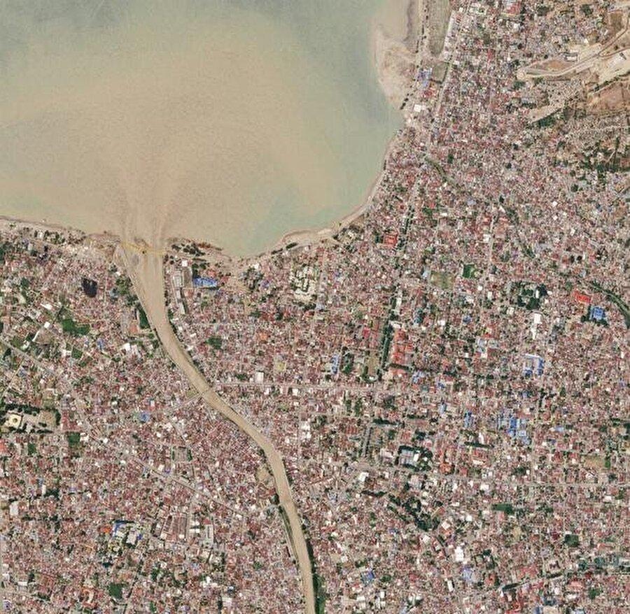 Tonlarca toprak deprem ve tsunami nedeniyle yer değiştirdi.