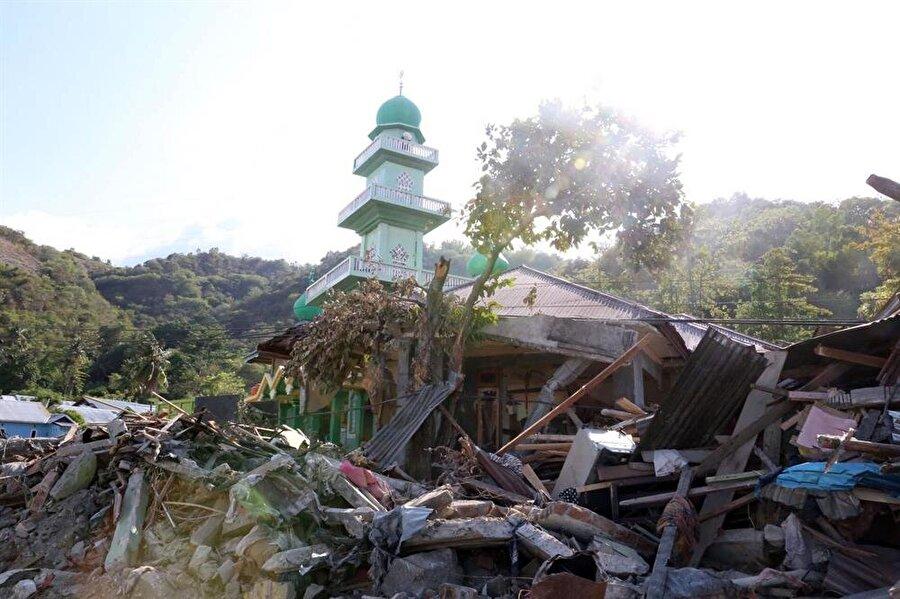Endonezya'da meydana gelen deprem ve tsunaminin ardından afetten en çok etkilenen şehir Palu'da su tankı, battaniye, gıda paketi, çadır, hijyen paketi, çocuk paketi, kıyafet, içme suyu gibi acil ihtiyaçlar olduğu bildirildi.