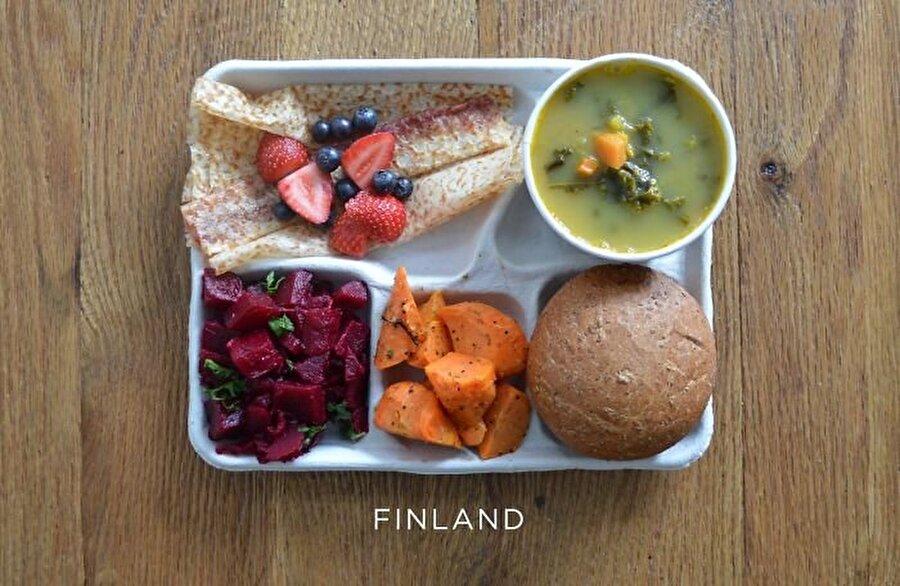 Finlandiya Kuzey Avrupa'nın dikkat çeken ülkelerinden Finlandiya, eğitim modeliyle de Dünyada lider konumda yer alıyor. Ülkede, öğrenciler için sunulan beslenme öğünü sebze ağırlıklı: Bezelye çorbası, pancar salatası, havuç salatası, ekmek, taze çilek ve pannakkau (tatlı gözleme).