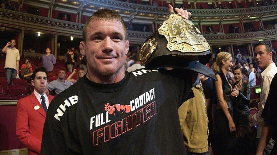Tarzının benzetildiği isim bir UFC efsanesi olan Matt Hughes. O dünyada Matt Hughes'e benzetilmek acayip bir lüks olsa gerek...