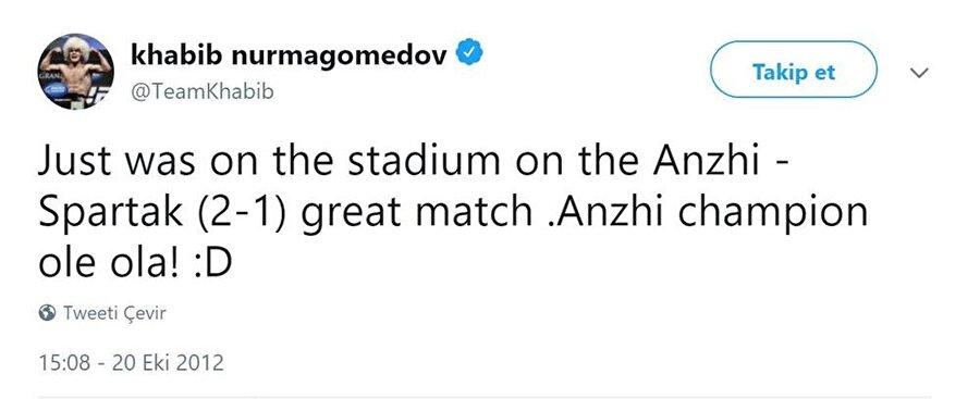 Galatasaray ile çekilmiş fotoğrafı sosyal medyada büyük ses getirdi ancak sarı kırmızılı ekip taraftarı olduğu yorumları tam anlamıyla gerçek değil. Aslında koyu bir Anzhi taraftarı. Futbola özel bir ilgisi olan Khabib'in Juventus, Inter ve Milan gibi İtalyan ekiplerinin formalarıyla da çekilmiş fotoğrafları var.