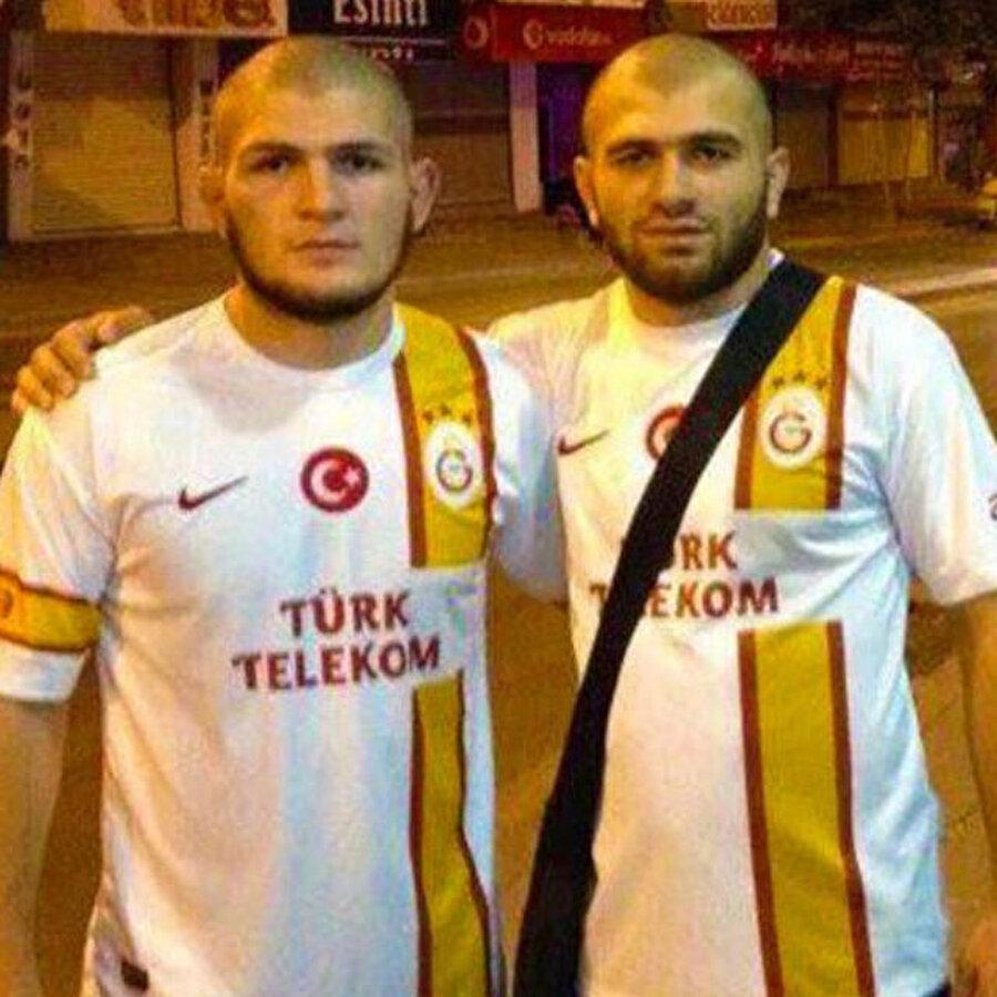 Türklerle arasında bağ kuran detay yalnızca dini değil. Kendisi aslında Avar Türkü...