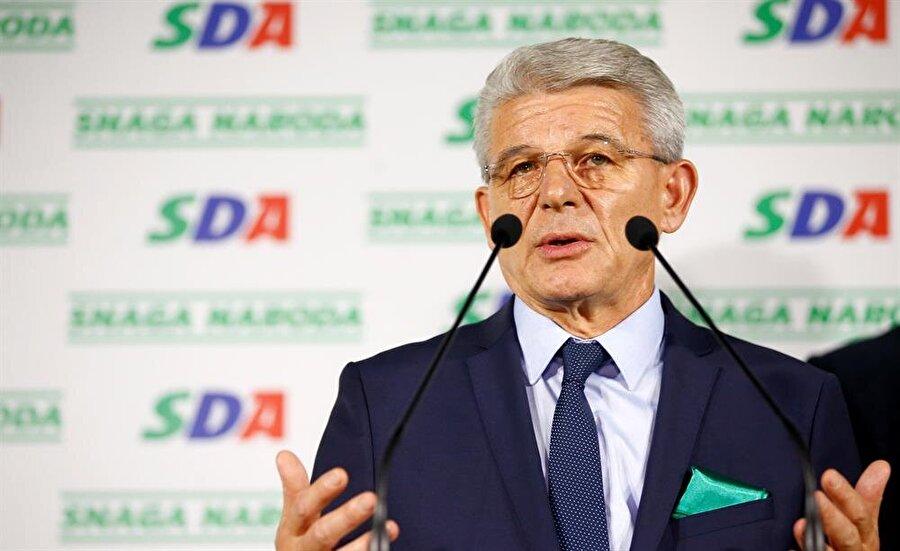 Yeni konsey üyeleri belli oldu                                      Bosna Hersek'te kanton, entite ve ulusal düzeydeki parlamentolar ile devlet başkanlığı konseyi üyelerinin belirlendiği seçimlerde oyların sayımı tamamlandı. Ülkenin en üst makamı olan Devlet Başkanlığı Konseyi üyeliği yarışına dair ilk sonuçları göre, konseyin Boşnak üyeliği için Demokratik Eylem Partisi (SDA) adayı Sefik Dzaferovic kazandı. Konseyin Hırvat üyeliği için yarışan isimlerden Demokrat Cephe (DF) adayı Zeljko Komsic oyların çoğunluğunu alırken, Ülkedeki iki entiteden biri olan Sırp üyeliği yarışında ise Bağımsız Sosyal Demokratlar Birliği (SNSD) adayı Milorad Dodik rakiplerini geride bıraktı.