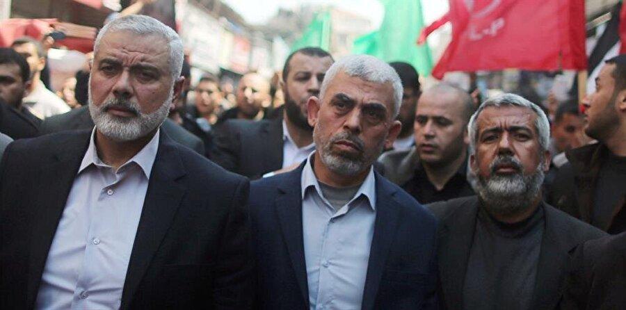 """""""Hamas, İsrail ile anlaşmaya hazır""""                                      Hamas'ın Gazze Sorumlusu Yahya es-Sinvar, Hamas olarak savaşmak istemediklerini çünkü savaşın Filistinlilerin aleyhine olduğunu belirterek """"İsrail ile bir anlaşmaya hazır olduklarını"""" belirtti. Sinvar, devam etmesi durumunda mevcut durumun bölgede büyük bir patlamaya dönüşeceği uyarısında bulundu."""