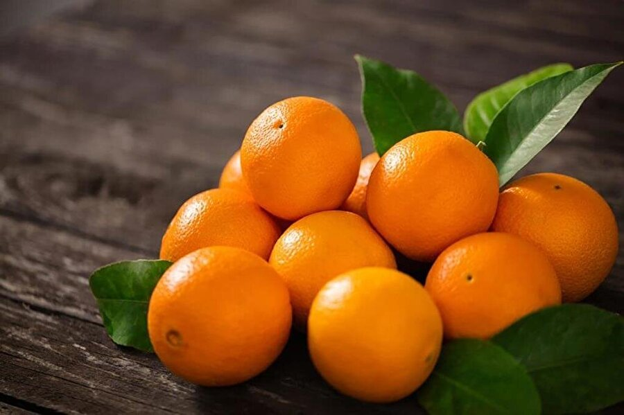 Böbrek taşlarını düşürür Düzenli olarak tüketeceğiniz bir portakal, gelişmekte olan böbrek taşlarının düşmesinde etkili olur. Böbrek rahatsızlığı olanların sıkça tüketmesi gereken bir besin.