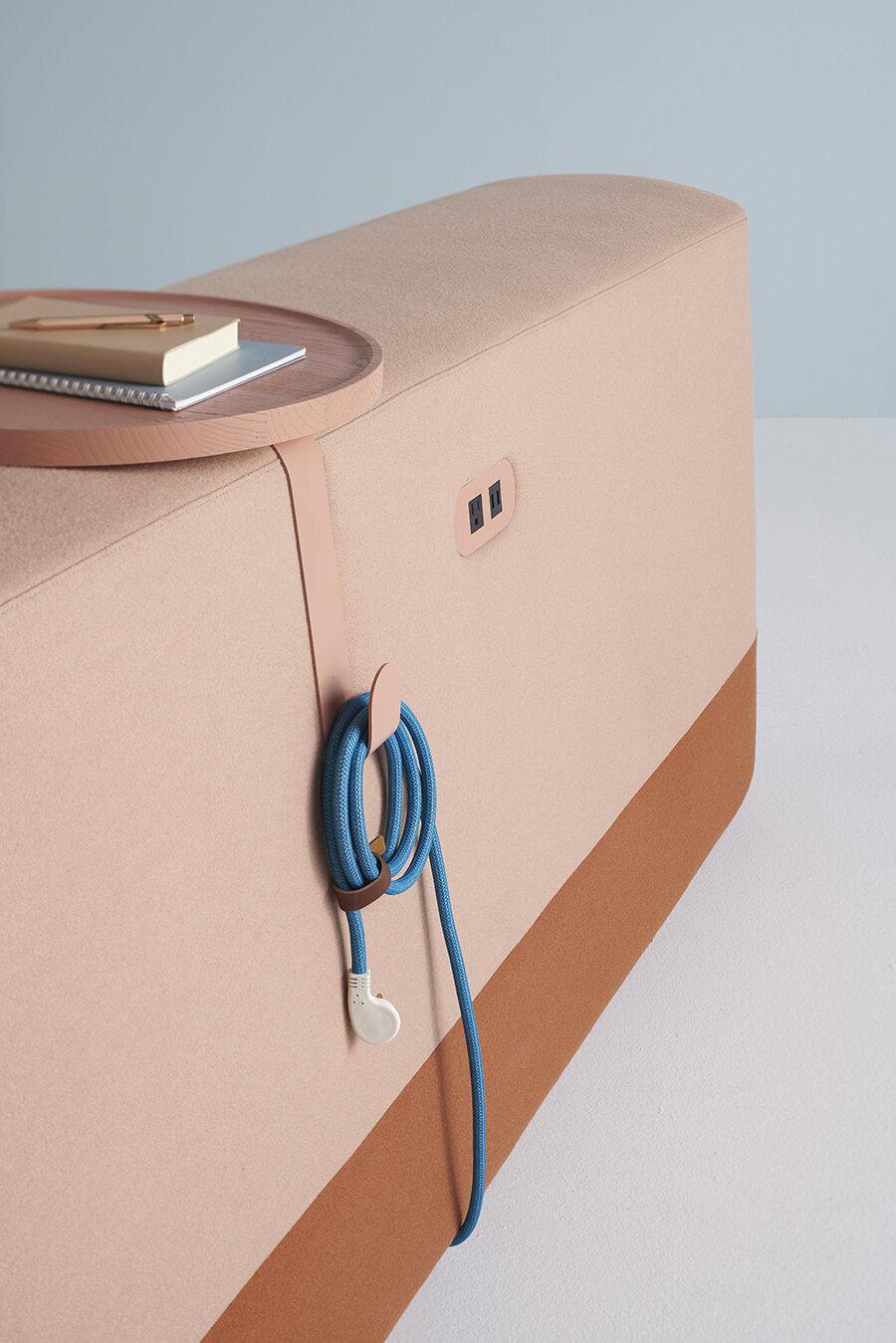 Elektrik girişli kolçak ve çalışma tableti                                      Kablo yoğunluğunu en aza indirmek için tasarlanmış, teknoloji ile uyumlu harika tasarım.