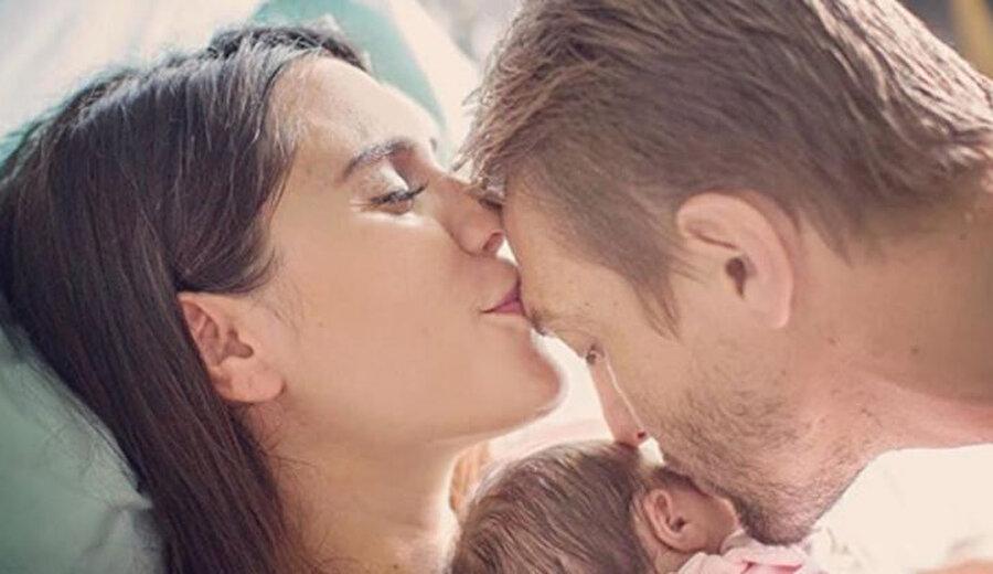 İkinci kez baba oldu                                                                            Caner Erkin, oyuncu eşi Şükran Ovalı ile olan evliliğinden bir çocuk sahibi daha oldu. Çift, Ağustos ayında dünyaya gelen kız çocuklarına Mihran adını verdi.