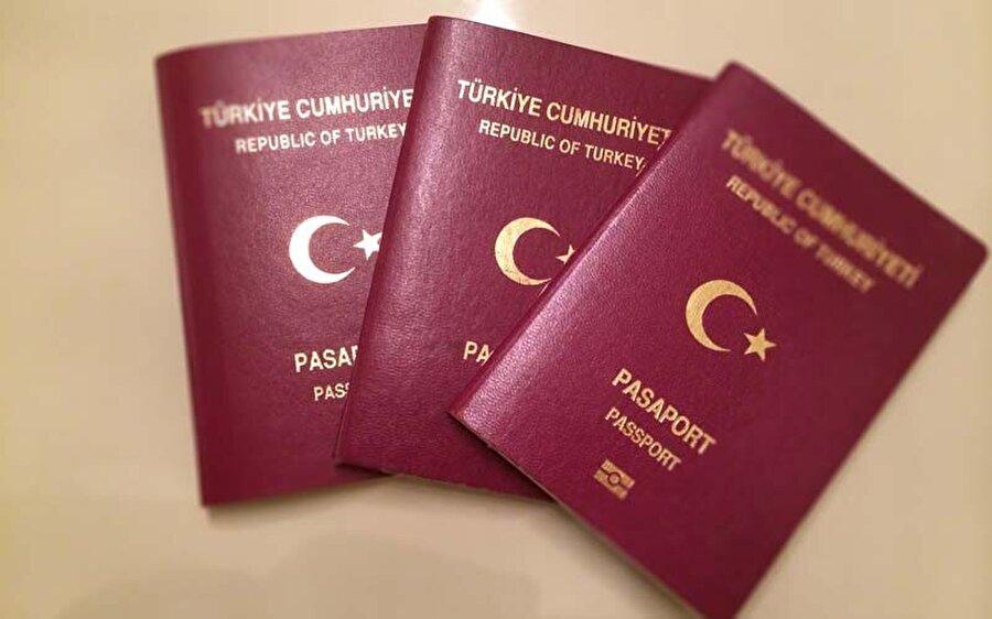 Bordo Pasaport Umuma mahsus pasaport olarak da bilinen bordo pasaport, Türkiye Cumhuriyetinde ikamet eden ve Kuzey Kıbrıs Türk Cumhuriyetinde ikamet eden vatandaşlarımızın sahip olabileceği pasaport türlerinden bir tanesidir.