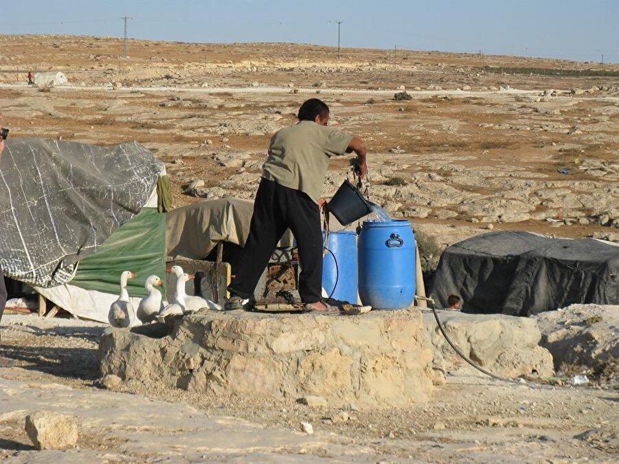 """""""Yavaş yavaş Batı Şeria'nın ilhakına şahit oluyoruz"""" Birleşmiş Milletler (BM) İnsan Hakları Filistin Özel Raportörü Michael Lynk, BM Genel Kurulunun insan hakları konularını görüşen üçüncü komitesine yıllık raporunu sunmasının ardından gazetecilere açıklamalarda bulundu. Gazze'de her geçen gün kötüye giden insani duruma dikkati çeken Lynk, yasa dışı yerleşim birimlerinin uluslararası hukuku ihlal ettiğini ve işgal altındaki topraklarındaki yerleşim birimlerinin """"savaş suçu"""" teşkil ettiğini belirtti."""