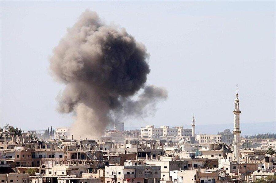 Rejim İdlib'e saldırmaya devam ediyor Beşşar Esed rejimi ve destekçisi yabancı terörist gruplar, ateşkesin korunması için Türkiye, Rusya ve İran arasında varılan mutabakata rağmen, İdlib Gerginliği Azaltma Bölgesi'ne düşük yoğunluklu topçu atışlarına devam ediyor.