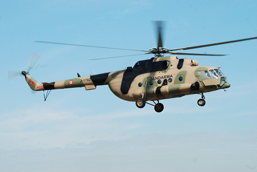 PLA Mil Mi-17-1                                                                                                                Mil Mi-17 ya da Mi-8MT, NATO'daki kod adıyla Hip-H, bir Sovyet taşıma helikopteridir. Mi-17, Sovyet Mi-8 taşıma helikopterinin daha güçlü motorlarla donatılmış halidir.