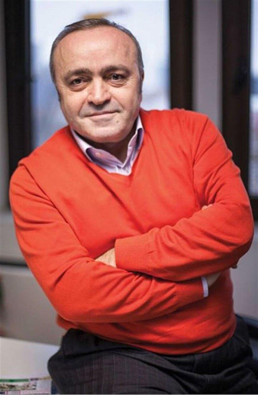 """Ali Eyüboğlu köşesinde yer verdi Usta gazeteci Ali Eyüboğlu, Milliyet'teki köşesinde Caner Erkin'in eşi Şükran Ovalı'nın Müslüm filmini izledikten sonra sütten kesilmesi konusuna yer verdi.    Eyüboğlu'nun """"Şükran Ovalı'yı Sütten Kesti"""" başlıklı yazısı şöyle:""""Seul'de 'Müslüm' sinema üzerine sohbet ettiğimiz Mustafa Uslu, oyuncu Şükran Ovalı'nın filmi izledikten sonra başına geleni şöyle anlattı: """"Caner Erkin ve Şükran Ovalı'yla ailece görüşüyoruz. Şükran, 'Müslüm'ü izlemek istediğinde ona, focus gruplardan çocuk emziren kadınların sütten kesildiğini söyledim. Ama o, 'Benim oyuncu olduğumu unutuyorsun galiba' diye itiraz etti. Birlikte filmi izledik. Şükran ertesi gün eşim Sinem'i arayıp, sütten kesildiğini, o yüzden doktora gideceğini söyledi."""""""