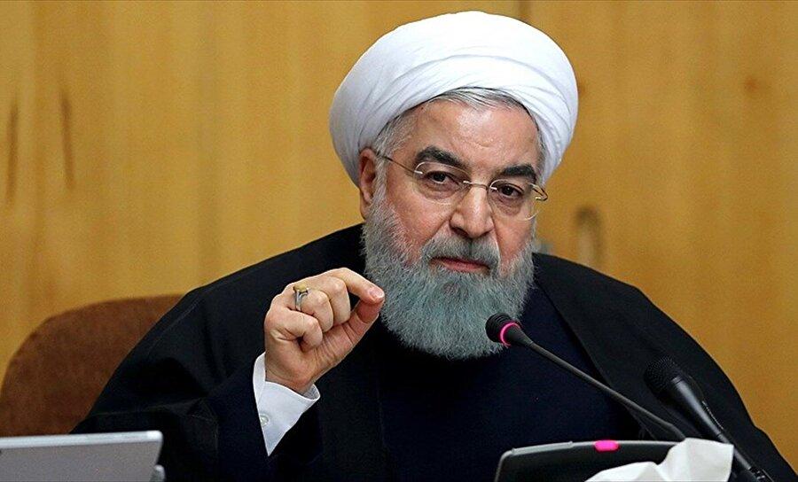 """""""Hedefinize ulaşamayacaksınız"""" İran resmi ajansı IRNA'nın haberine göre, başkent Tahran'da Bakanlar Kurulu toplantısında konuşan İran Cumhurbaşkanı Hasan Ruhani, ABD yönetiminin yaptırımları hakkında """"Geçen birkaç ayın halkımız için zor olduğunu biliyorum. Önümüzdeki aylar da zor olabilir ancak hükümet bu sorunları azaltmak için tüm gücünü kullanacaktır."""" diye konuştu."""