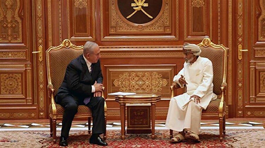 """Umman: Artık İsrail'i kabul etmek gerekiyor Bahreyn'in başkenti Manama'da düzenlenen """"Manama Dialogue"""" toplantısına katılan Umman Dışişleri Bakanı Yusuf bin Alevi, İsrail'le ilgili dikkat çekici açıklamalarda bulundu: """"İsrail, bölgemizde var olan bir devlet. Hepimiz de bu durumun farkındayız ve bunu anlıyoruz. Dünya da meseleyi bu şekilde kabul ediyor. Belki artık, İsrail'i bölgedeki diğer devletler gibi normal bir devlet olarak kabul etmenin ve onun bölgesel yükümlülükleri üstlenmesinin zamanı geldi"""""""