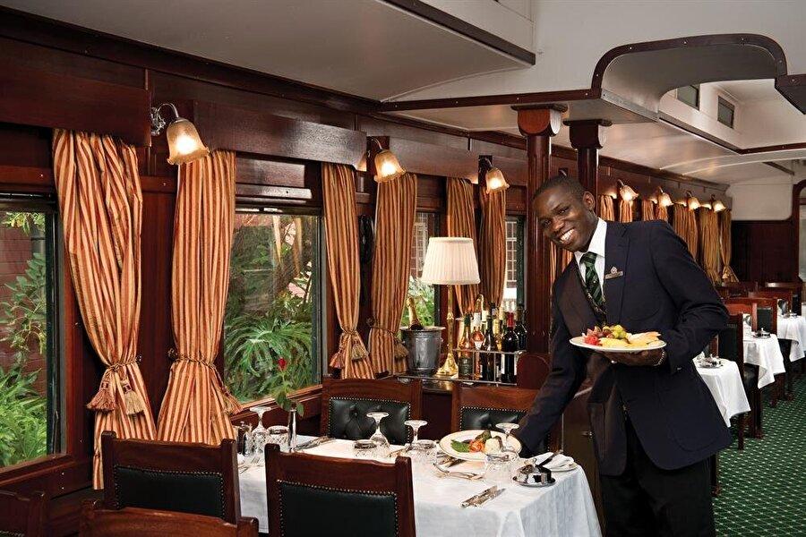 2) Zengin yiyecek içecek menüsü ve sınırsız servis hizmeti