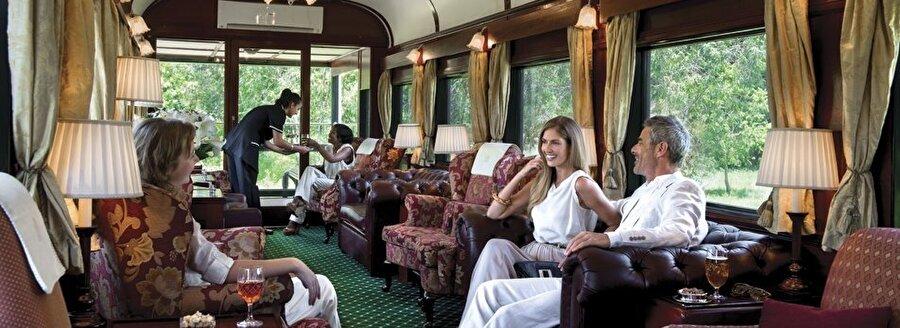 9) Her Rovos Rail treni, konuk süitlerinde, maksimum 72 yolcuyu ağırlayabiliyor