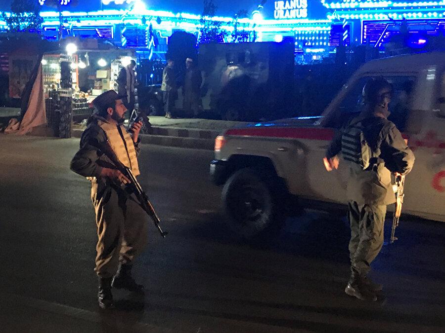 Mevlit törenine intihar saldırısı Afganistan'ın başkenti Kabil'de Mevlit Kandili töreninde düzenlenen intihar saldırısında 50 kişi yaşamını yitirdi, 85 kişi yaralandı. Sağlık Bakanlığı Sözcüsü Vahid Mecruh yaptığı açıklamada, Kabil Havalimanı yolu güzergâhındaki Oranus Düğün Salonu'nda Mevlit Kandili töreni esnasında gerçekleştirilen intihar saldırısında 50 kişinin öldüğünü, 85 kişinin yaralandığını söyledi. Mecruh, ölü sayısının artmasından endişe edildiğini belirtti.