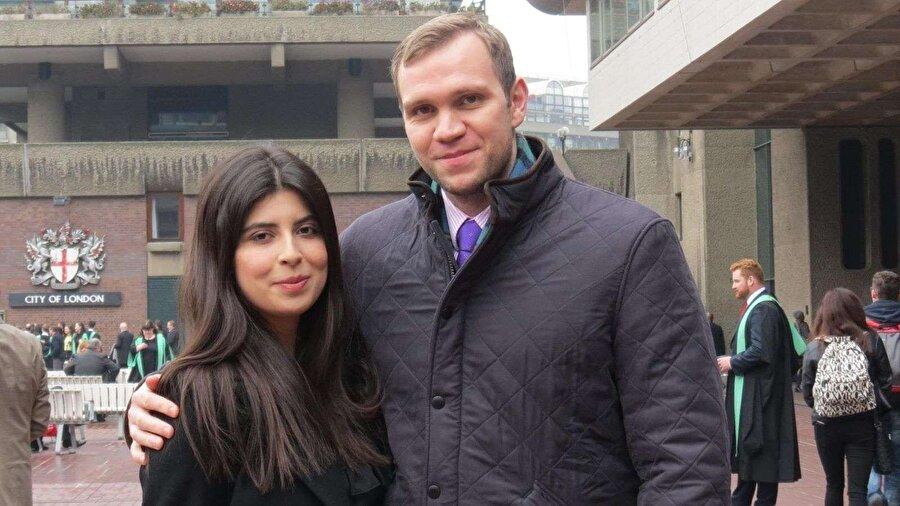 """İngiliz akademisyene, BAE'de müebbet hapis Birleşik Arap Emirlikleri (BAE) mahkemesi, doktora çalışması için ülkeye gelen İngiliz akademisyen Matthew Hedges'i (31) casusluk suçlamasıyla ömür boyu hapse mahkûm etti. Durham Üniversitesi burslusu olarak 5 Mayıs'ta Dubai'ye gelen Hedges, o tarihte havaalanında gözaltına alınmış ve yargılanmasına başlanmıştı. Mahkemenin kararında Hedges'in İngiliz hükümeti hesabına casusluk için ülkeye ayak bastığı kaydedildi. Durham Üniversitesi, """"Öğrencimizin casusluk yaptığına dair hiçbir inandırıcı kanıt yok"""" açıklamasında bulundu."""