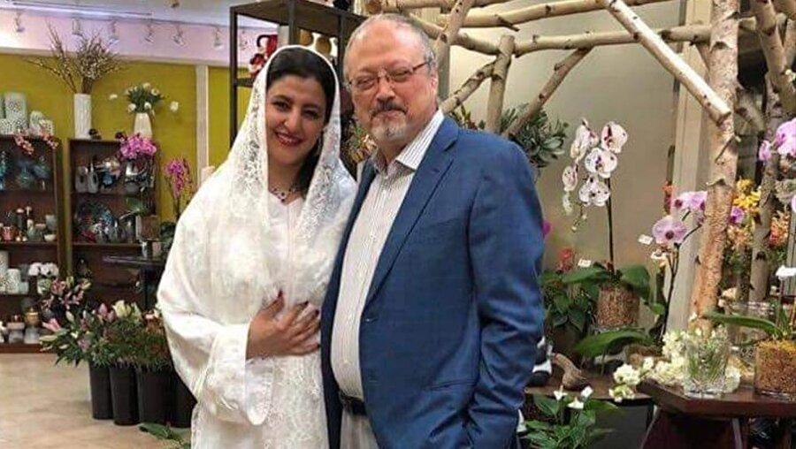 """""""Biz evlenmiştik"""" dedi, fotoğrafları paylaştı Suudi Arabistan'ın İstanbul'daki başkonsolosluk binasında 2 Ekim günü öldürülen Suudi gazeteci Cemal Kaşıkçı olayı gündemdeki yerini korurken, Mısırlı bir kadın, ölümünden kısa bir süre önce Kaşıkçı ile ABD'de evlendikleri iddiasıyla ortaya çıktı. Güvenlik kaygısıyla ismini yalnızca """"H. Atr"""" şeklinde veren kadın, ABD'nin önde gelen gazetelerinden The Washington Post'a konuştu."""