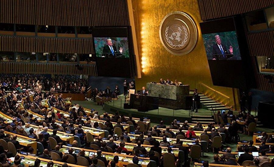 """ABD Golan kararına """"hayır"""" dedi İsrail'in Golan Tepeleri'ni işgalini kınayan ''İşgal Altındaki Golan'' karar tasarısı BM Genel Kurulunun 3. komitesinde oylandı. Karar, 150 ülkenin desteği ile kabul edildi. 2 ülke karara karşı çıkarken, 14 ülke çekimser kaldı. ABD ise önceki senelerde yapılan oylamalarda çekimser kalırken, bu kez karşı çıktı ve İsrail ile birlikte ''hayır'' oyu kullandı. ABD'nin BM Daimi Temsilcisi Nikki Haley yaptığı açıklamada, BM kararının ''artık anlamsız ve İsrail'e karşı ön yargılı'' olduğunu ifade etti."""
